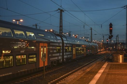 railway-station-4644316_1920.jpg